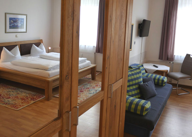 Hotel-Salleck-Garni-Abensberg-DZ-WC-Dusche-2
